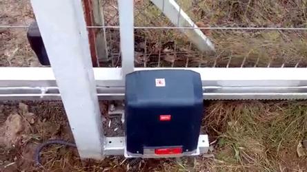 Фото с объекта - электропривод для откатных ворот с автоматикой BFT DEIMOS AC A800