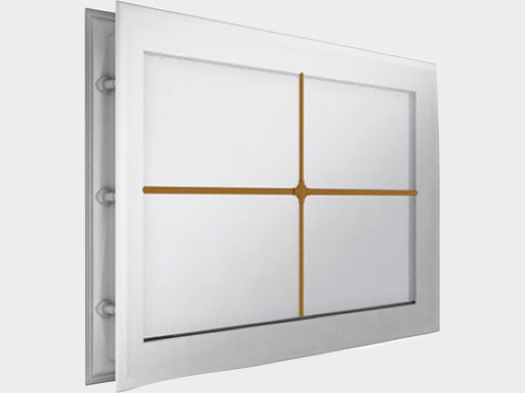 Окно акриловое 452х302, белое с раскладкой «крест» (арт. DH85627). Специальная конструкция обеспечивает плотное прилегание к полотну ворот, что защищает его от промерзания и теплопотери. Стилистическая вставка в форме креста. Окантовка белого цвета.