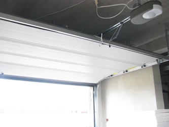 Фото с объекта - комплект DEXXO PRO 3S 800 RTS для секционных и подъемно-поворотных ворот 12 м²